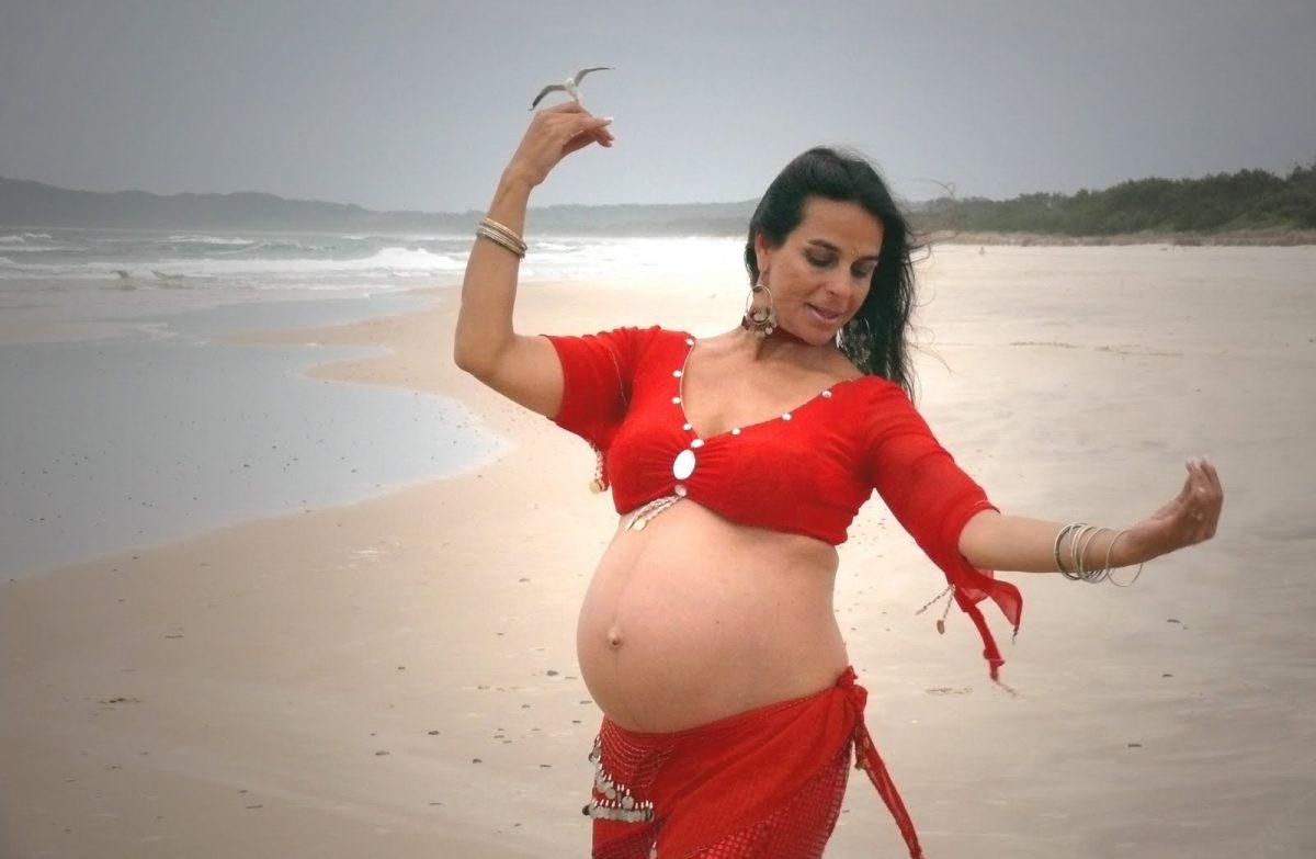Как восточные танцы помогают беременным женщинам?
